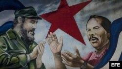 Vista de un mural con el rostro del expresidente de Cuba Fidel Castro (i) y el mandatario de Nicaragua, Daniel Ortega (d), hoy, sábado 30 de julio de 2016, en Managua. La decisión de la Asamblea Legislativa de Nicaragua de destituir a la mayoría de los di