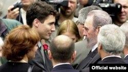 Justin Trudeau y Fidel Castro en los funerales de Pierre Elliot Trudeau, el 2 de octubre de 2000.