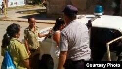 Detención de la Dama de Blanco Tania Echevarría en Colón, Matanzas.