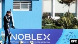 El capitán de la selección argentina, Lionel Messi, participa en un entrenamiento