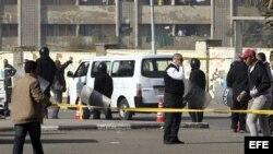 Al menos 5 heridos en un atentado contra un autobús en El Cairo.