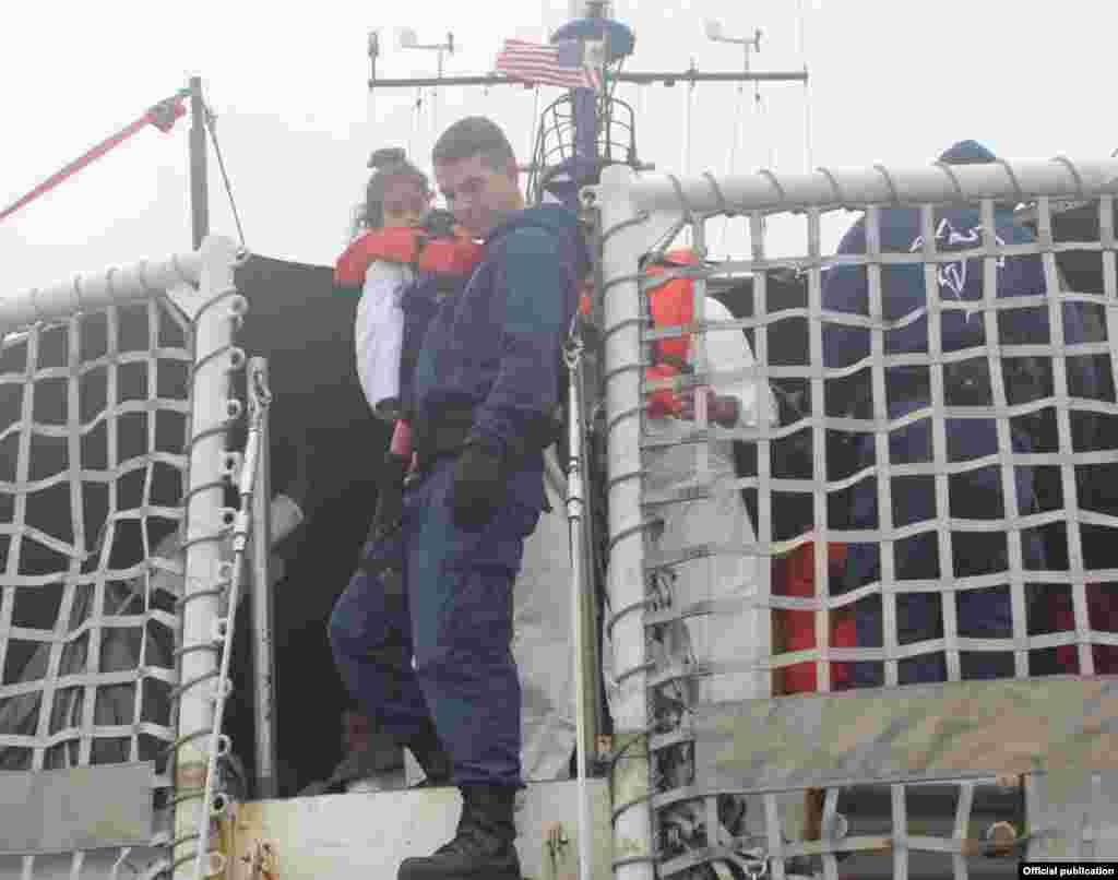 Rescate de balseros. Foto 7th Coast Guard District