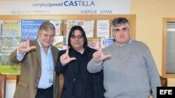 Los dirigentes del MCL, Regis Iglesias y Carlos Payá, junto al padre del opositor venezolano Leopoldo López