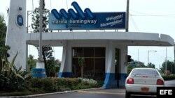 Entrada principal de Marina Hemingway en La Habana.