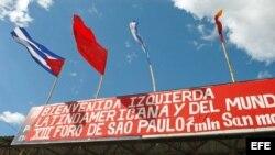 Una pancarta da la bienvenida a los cerca de 300 delegados de partidos de izquierda de América Latina, Europa y Asia.