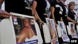 Imágenes tomadas hoy durante la caminata pacífica donde se denunciaron las vejaciones que se cometen contra las Damas de Blanco
