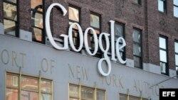 El logo de Google en la sede de la firma en Nueva York (EEUU).