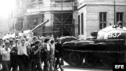 Protestas de jóvenes checoslovacos por la invasión soviética.