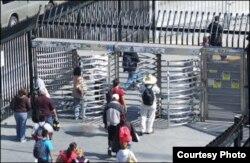Entrada para peatones en el paso fronterizo Tijuana-San Diego.