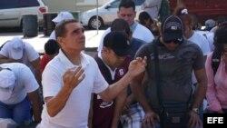 """Cientos de cubanos quedaron varados en su camino a EEUU tras la derogación de """"pies secos, pies mojados""""."""