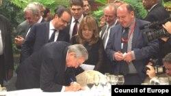 Presidente de Abivax con Raúl Castro.