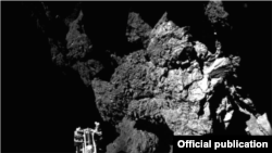 Primera foto enviada a la Tierra del cometa P67, tomada por el módulo Philae.