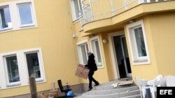 Policía checa investiga la explosión en la embajada palestina en Praga.