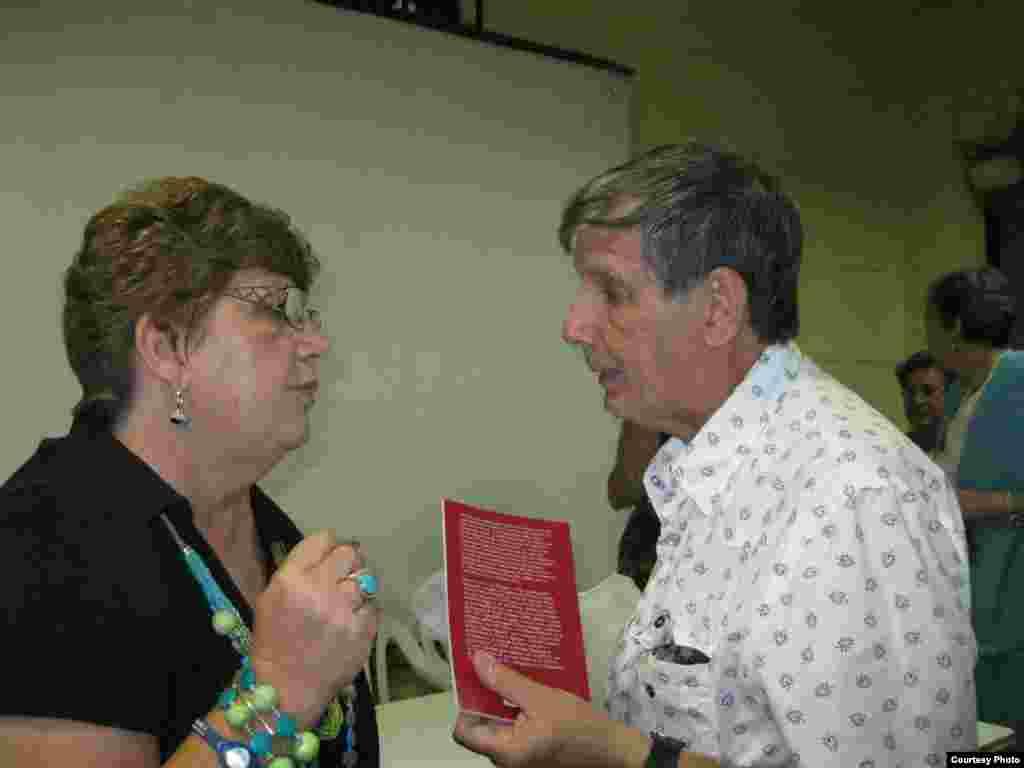 Uva de Aragón y Sergio Chaple autor de un ensayo sobre la obra de Hernández Catá. (Cortesía Uva de Aragón)