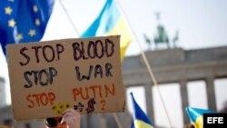 Solidaridad con Ucrania en Berlín. Piden el fin de invasión rusa en Crimea.