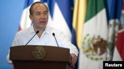El presidente Calderón planea viajar a Cuba el próximo 11 de abril.