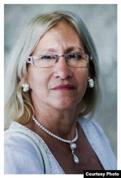 Una Dama de Blanco, María Cristina Labrada. Foto cortesía de Claudio Fuentes.