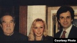 Orlando González Esteva junto a Octavio Paz y Marie José Paz