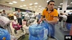 Llegada de cubanos al Aeropuerto Internacional de Miami. Archivo.