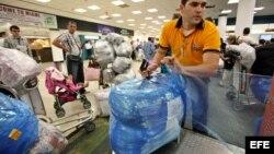 Cuba-aeropuerto- El último día libre de impuestos, las aerolíneas tuvieron que añadir otros 10 aviones sólo para transportar exceso de equipaje.