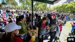 Cientos de cubanos en Ecuador buscaron llegar a EEUU con una visa humanitaria, pero fueron deportados.