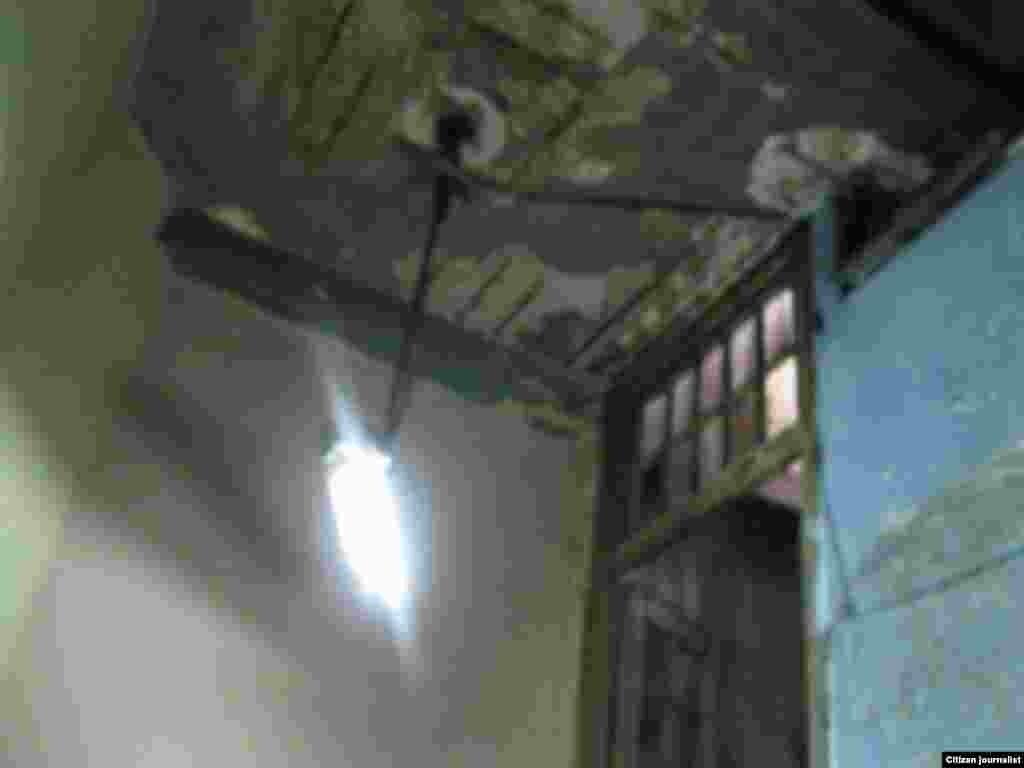 Condiciones de un edificio en el municipio Diez de Octubre, en La Habana donde catorce familias están expuestas a morir aplastadas por un derrumbe.