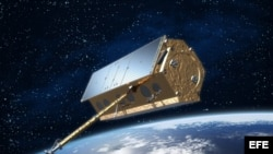 """Imagen facilitada por la ESA del satélite Paz, un vehículo espacial que cada hora y media dará una vuelta a la Tierra y que los expertos comparan con un """"murciélago"""", ya que será capaz de sacar al día cien imágenes, a cualquier hora y en cualquier condici"""