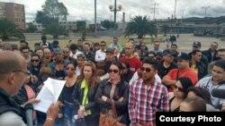 Médicos cubanos en una protesta en Colombia. Foto Archivo.