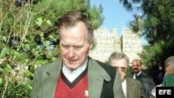 Foto de archivo: El expresidente de Estados Unidos George Bush, durante una visita a España