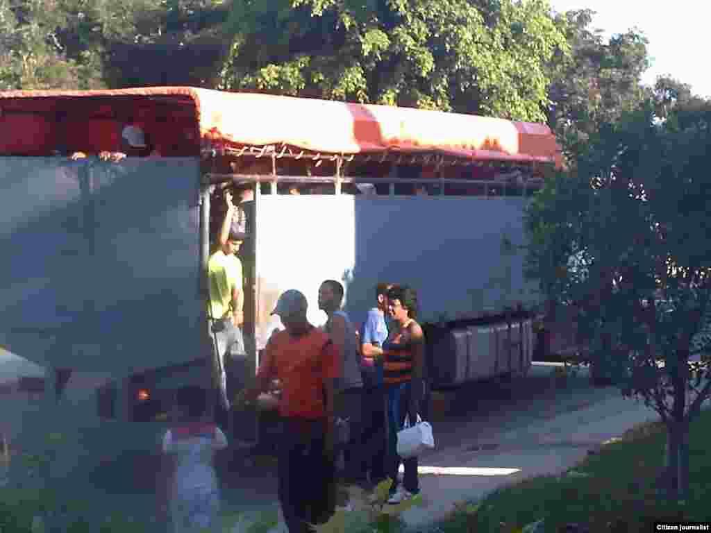 Los camiones se usan con frecuencia para viajar largas distancias entre diferentes provincias y municipios