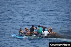 Guardia Costera rescata balseros cubanos.
