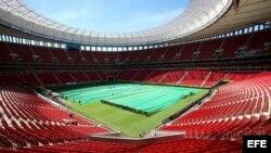 Fotografía de archivo del reinagurado estadio Mané Garrincha, en Brasilia, donde se disputarán los partidos Brasil - Camerún, Colombia v-Costa de Marfil, Suiza - Ecuador y Portugal - Ghana del Mundial Brasil 2014.