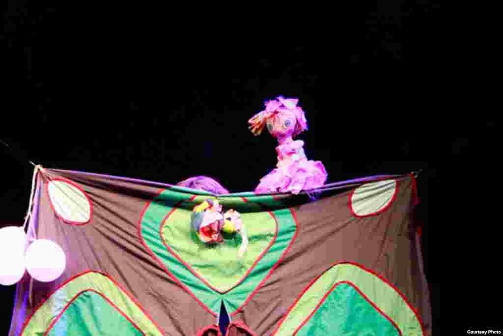 """""""Historia de una muñeca abandonada"""", Teatro Pálpito. Foto: Luis F. Rojas."""