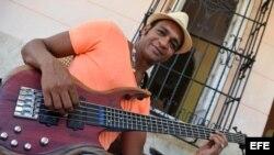 El cantautor cubano Descemer Bueno.