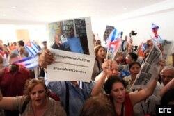 La delegación oficialista cubana protesta contra la presencia del exagente de la CIA Félix Rodríguez Mendigutía.