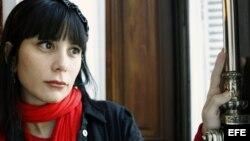 """La escritora Wendy Guerra alude en sus reflexiones al dolor de sentirse lejos de la patria """"sin salir de ella""""."""