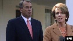 Fotografía de archivo de Nancy Pelosi (d), junto a John Boehner, líder de la Cámara de Representantes.