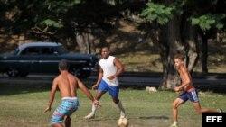 ¿El fútbol desplazará al béisbol en Cuba?