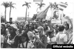 Fidel Castro organizó en abril del 2000 una marcha del pueblo combatiente ante la Embajada checa, debido a la posición crítica de Praga ante la Comisión de Derechos Humanos de la ONU.