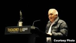 Eugenio Pedraza Ginori, director cubano de televisión, en Galicia, España. Cortesía de P.G.
