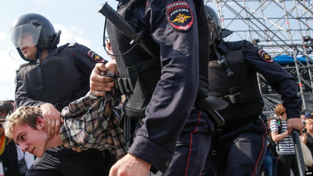 Detenido en las protestas contra Vladimir Putin.