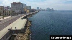 Vuelo de drone sobre el Malecón