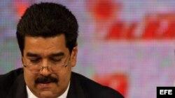 El presidente venezolano, Hugo Chávez junto al ministro de Relaciones Extreriores, Nicolás Maduro.