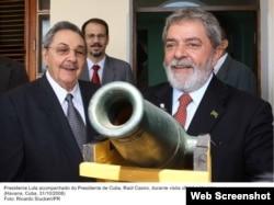 Lula da Silva durante visita a Cuba en 2008, año en que concedió el préstamo de 600 millones para el Mariel. Alejandro Castro Espín, hijo del dictador cubano, estuvo presente en el encuentro. (Ricardo Stuckert/Presidencia)