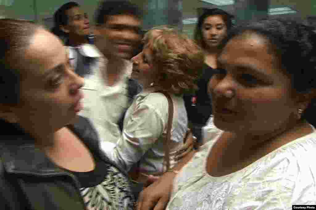 Caridad Caballero, activista de derechos humanos y Dama de Blanco a su llegada desde Cuba al Aeropuerto Internacional de Miami