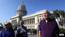 Senador estadounidense se pasea por La Habana