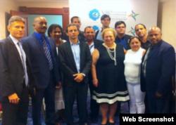 Miembros de la delegación cubana reunidos con Tom Malinowski. Foto Cubanet.
