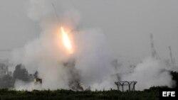 Una unidad israelí de defensa antimisiles dispara contra misiles lanzados desde la Franja de Gaza, en la ciudad de Ashdod, Israel, el 12 de marzo de 2012.