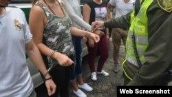 Foto tomada por la policía colombiana de inmigrantes cubanos que intentaban llegar a la frontera con Panamá.