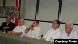 Agapito Rivera (c), campesino cubano, condenado a 25 años de prisión.